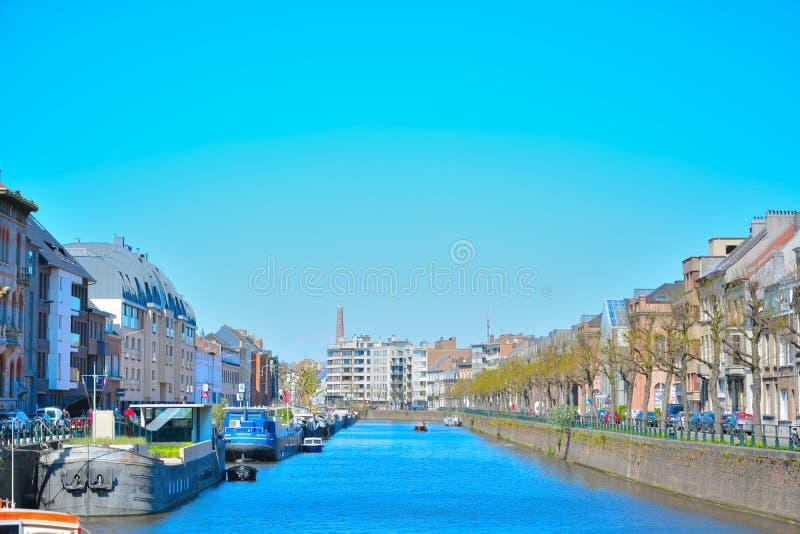 La città di Gand ed uno dei suoi canali fotografia stock libera da diritti
