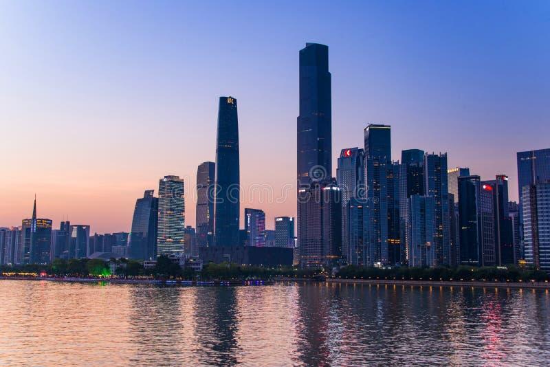 La città moderna in Canton, il settore commerciale speciale lungo il fiume delle Perle fotografie stock