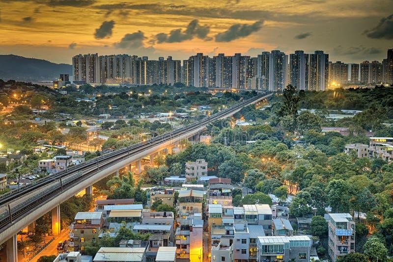 La città urbana di Hong Kong e la velocità del tramonto si preparano, rumore metallico lungo fotografia stock libera da diritti