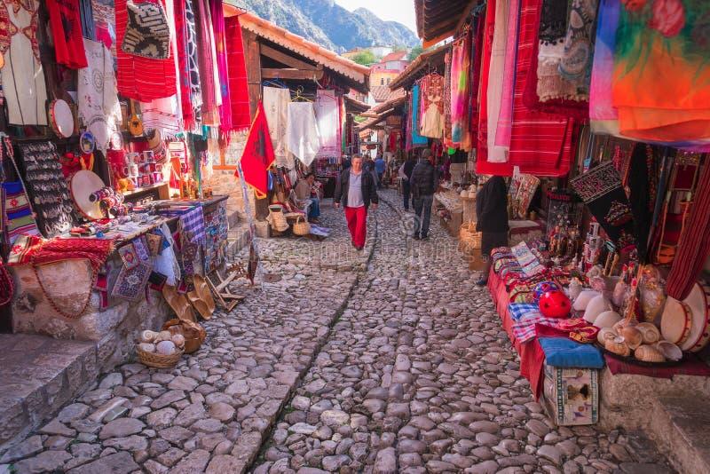 La ciudad de Kruje en Albania imagenes de archivo