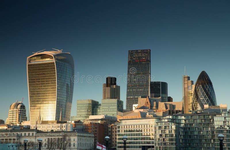 La ciudad de Londres en la puesta del sol imagen de archivo libre de regalías