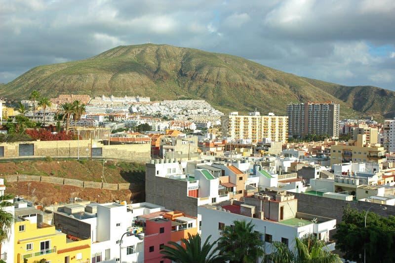 La ciudad de Los Cristianos, Tenerife, islas Canarias, España foto de archivo libre de regalías