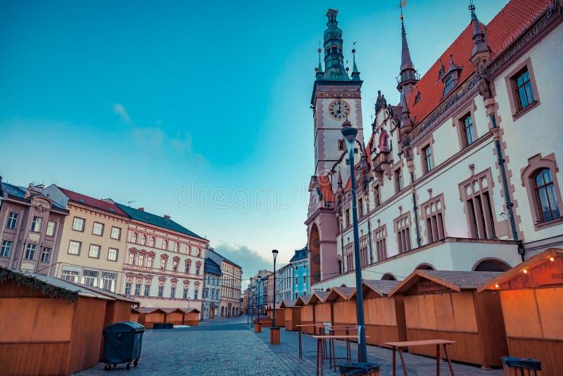 La ciudad de Olomouc en la República Checa se está preparando para los mercados de la Navidad fotografía de archivo libre de regalías
