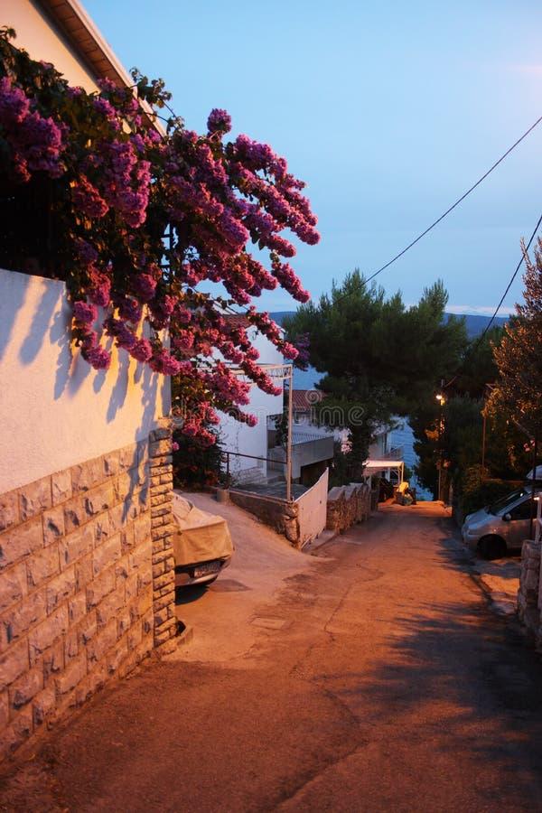 La ciudad de Omis, Croacia fotos de archivo