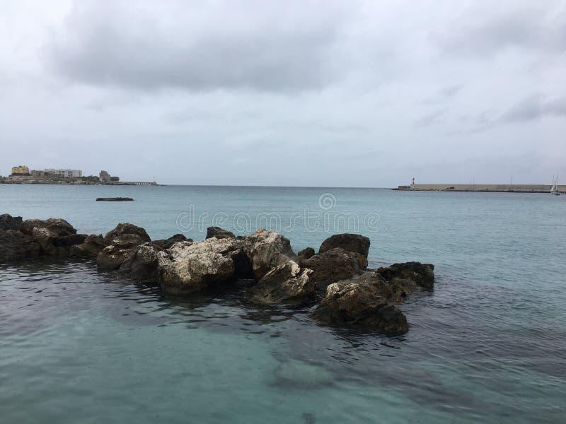 La ciudad de la playa de Otranto fotografía de archivo