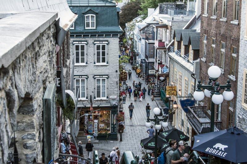La ciudad de Quebec Canadá 13 09 2017 personas en una ciudad más baja viejo Quebec, una de las atracciones turísticas son un siti fotografía de archivo