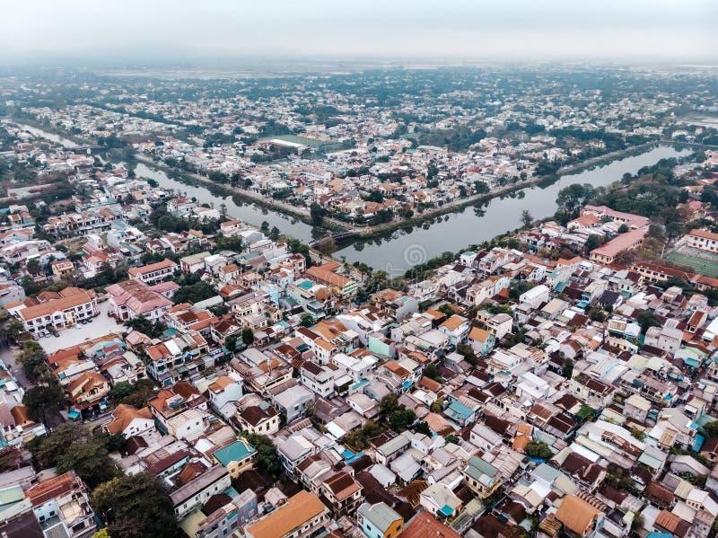 La ciudad de la tonalidad en la niebla de Vietnam imágenes de archivo libres de regalías