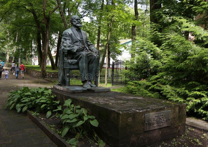 La ciudad de vacaciones de Svetlogorsk hasta 1947 - la ciudad alemana de Raushen Monumento al académico I P pavlov fotografía de archivo libre de regalías