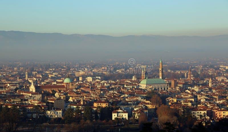 La ciudad de Vicenza con el símbolo de la ciudad llamó a BASILICA PALL foto de archivo libre de regalías