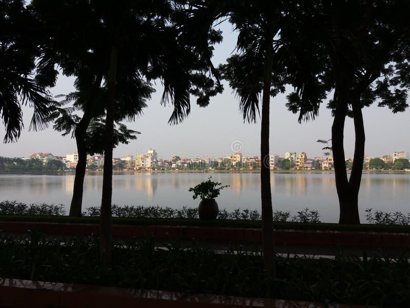 La ciudad del lago de Hai Duong Vietnam fotos de archivo