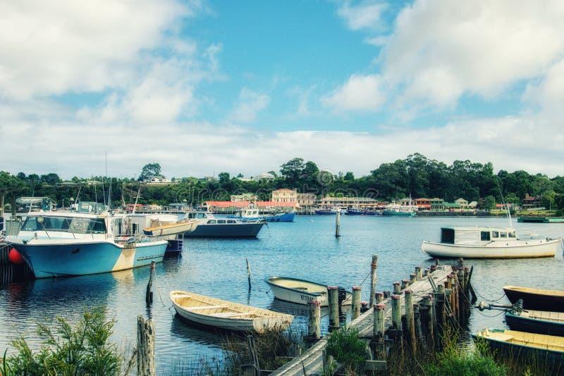 La ciudad del puerto de Strahan imágenes de archivo libres de regalías