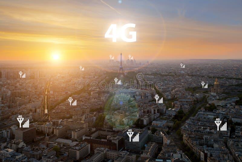 La ciudad elegante y 4G señalan la red de comunicaciones, negocio distric fotografía de archivo libre de regalías