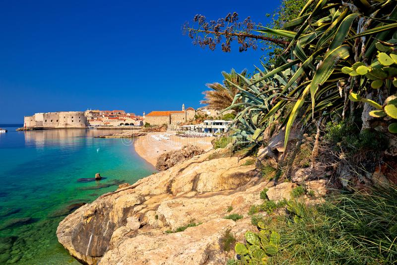 La ciudad histórica de Dubrovnik y Banje varan la visión foto de archivo libre de regalías