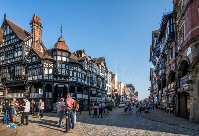 La ciudad mitad-enmaderada histórica de Chester que muestra Chester rema en verano foto de archivo libre de regalías