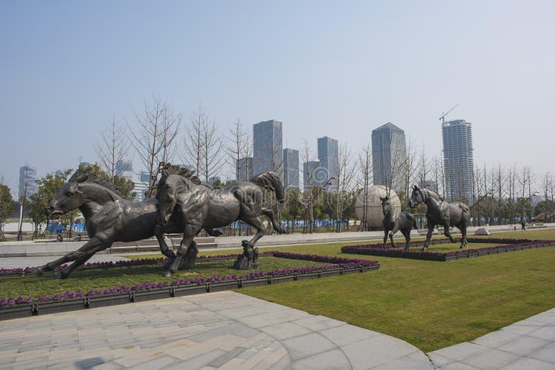 La ciudad se divierte el tipo escultura foto de archivo libre de regalías