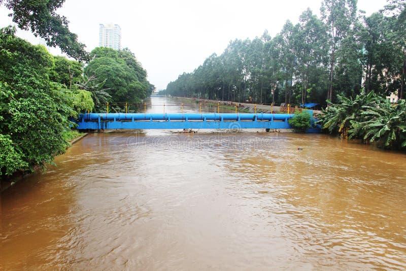 La ciudad se sumergió por el fango de la inundación foto de archivo libre de regalías