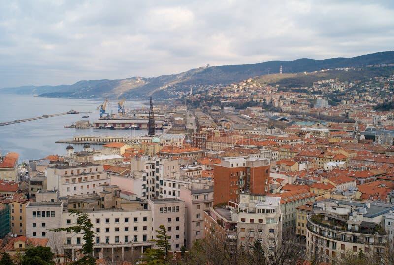 La ciudad vieja de Trieste, Italia desde arriba imagen de archivo libre de regalías