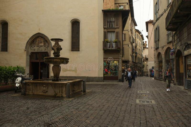 La ciudad vieja en B?rgamo, Italia fotografía de archivo
