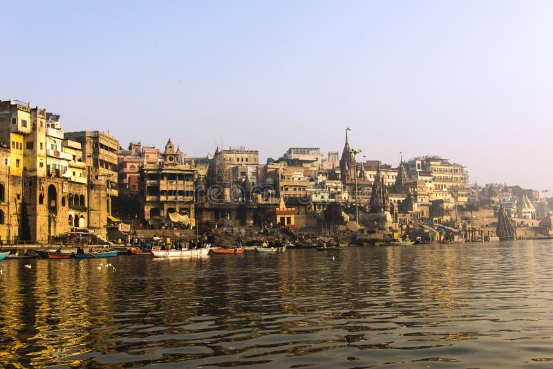 La ciudad y los ghats de Varanasi imágenes de archivo libres de regalías