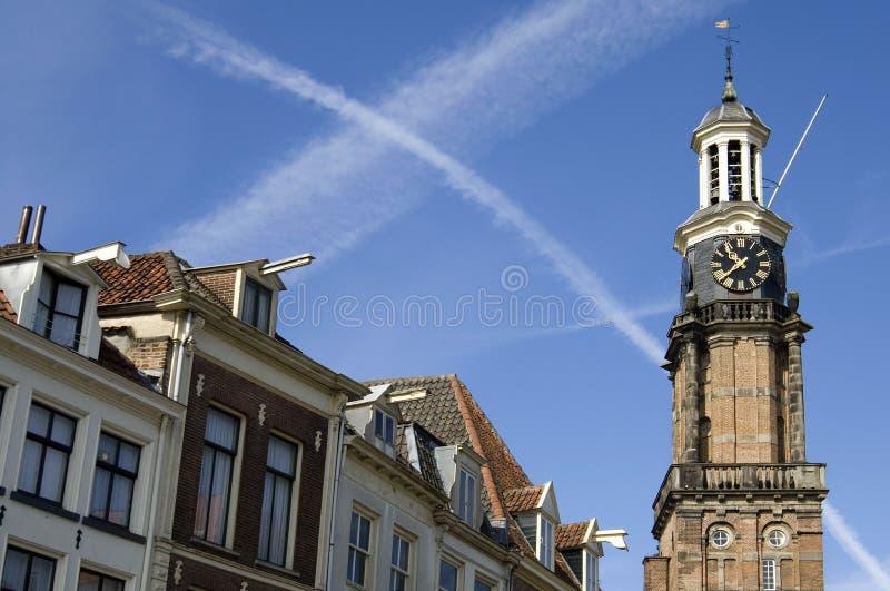 La ciudad Zutphen del horizonte con la torre anterior pesa la casa foto de archivo
