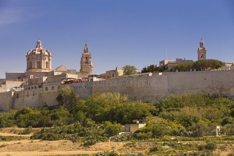 La ciudadela de Mdina con la iglesia y el campanario imágenes de archivo libres de regalías