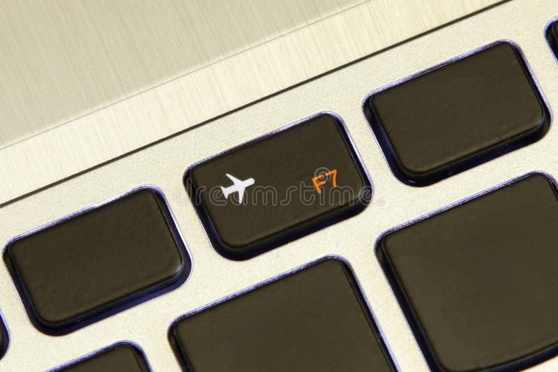 La clé de l'ordinateur f7 s'allument outre du mode sans échec d'avion de vol photographie stock