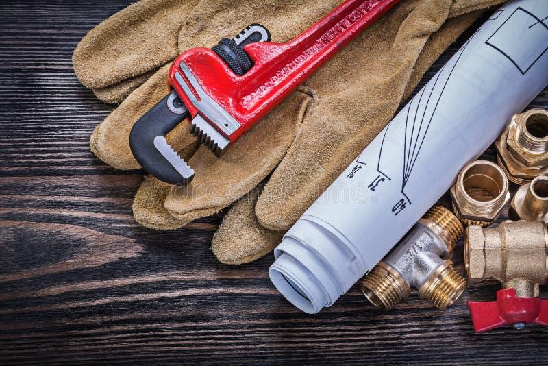 La clé de singe de gants de sécurité blueprints les connecteurs en laiton de tuyauterie photos libres de droits