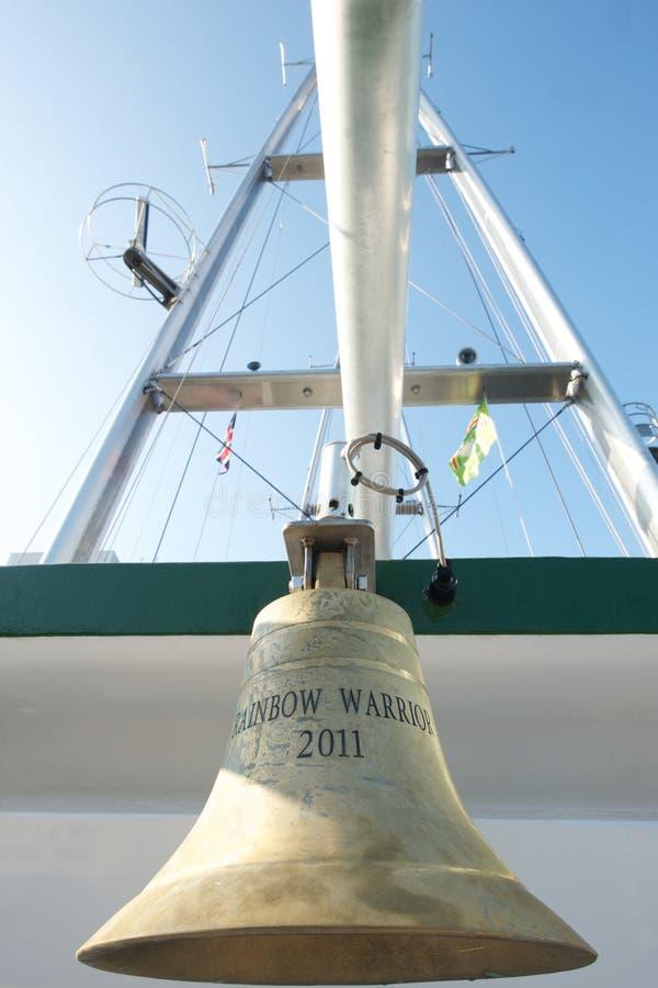 La cloche du bateau du guerrier de l'arc-en-ciel de Greenpeace III images stock