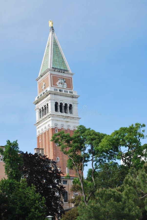 la cloche marque la tour de rue photographie stock