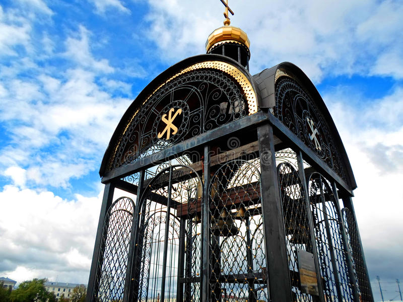 La cloche sur la banque de la rivière de Dvina à Vitebsk images stock