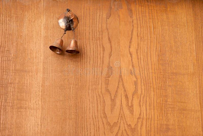 La cloche sur la porte photographie stock libre de droits