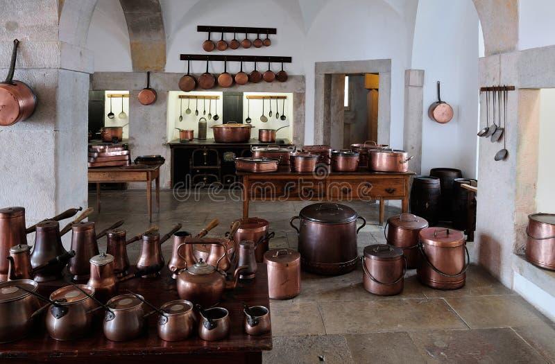 La cocina en el palacio nacional de Pena, Sintra, Portugal foto de archivo