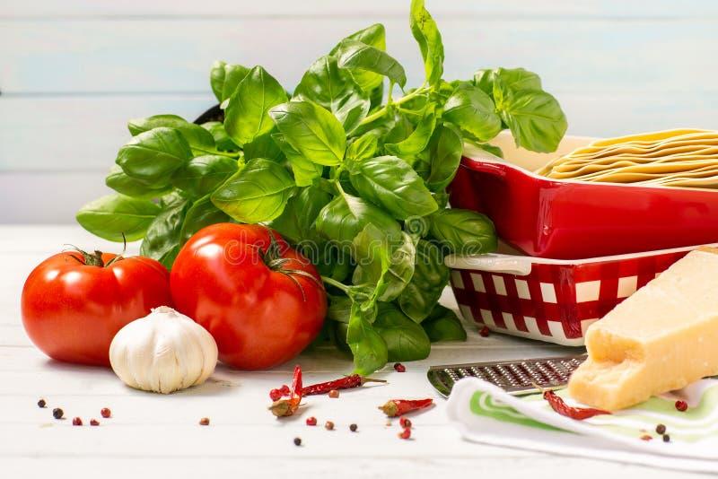 La cocina italiana es lasaña productos para las lasañas imagen de archivo