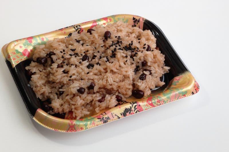 La cocina japonesa Sekihan, arroz pegajoso coció al vapor con las habas del azuki fotografía de archivo