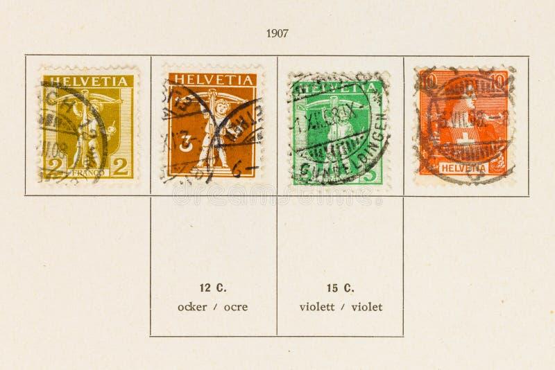 La colecci?n de sello con el sello equivocado adentro dice serie imagen de archivo libre de regalías