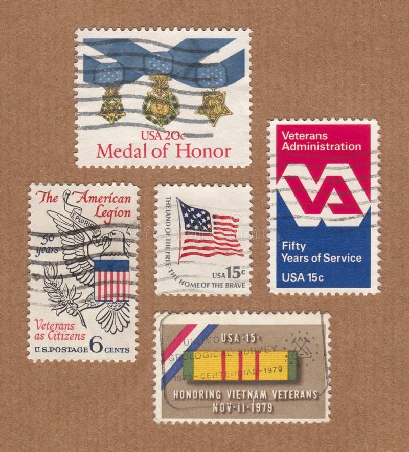 La colección de servicio postal de los E.E.U.U. del vintage sella honrar a veteranos foto de archivo