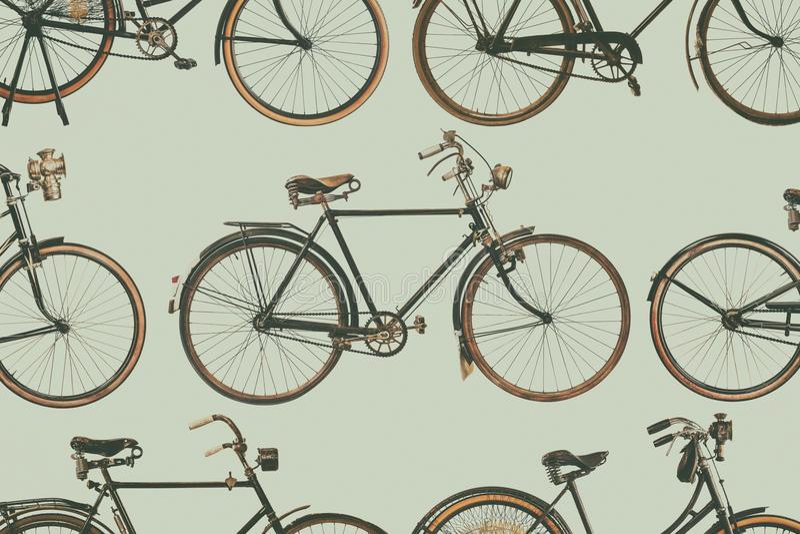 La colección de vintage aherrumbró las bicicletas imagen de archivo