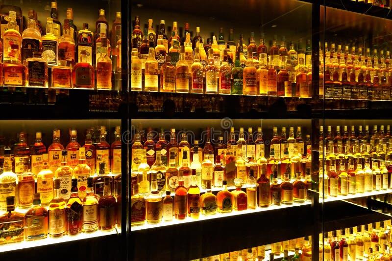 La colección más grande del whisky escocés del mundo imagen de archivo