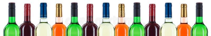 La collection de bouteilles de vin embouteillent dans un isolat rouge de bannière de rangée photos libres de droits