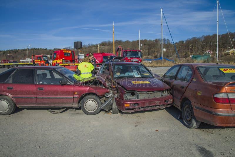 Toyota sur une trajectoire de collision vers un VW-golf, photo 11 images stock