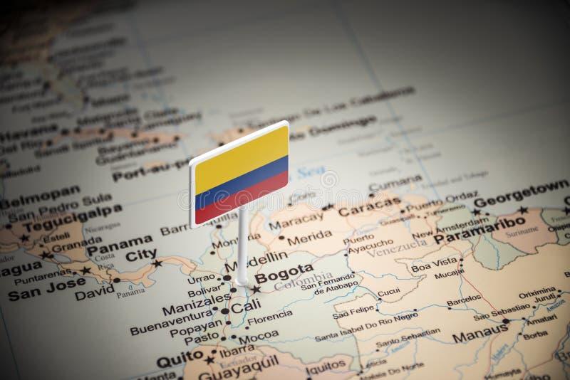 La Colombie a identifié par un drapeau sur la carte photo stock