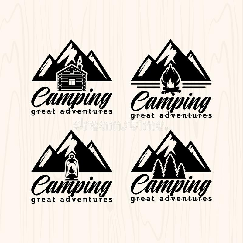 La colonie de vacances badges des logos et des labels pour n'importe quel usage, sur la texture en bois de fond illustration libre de droits