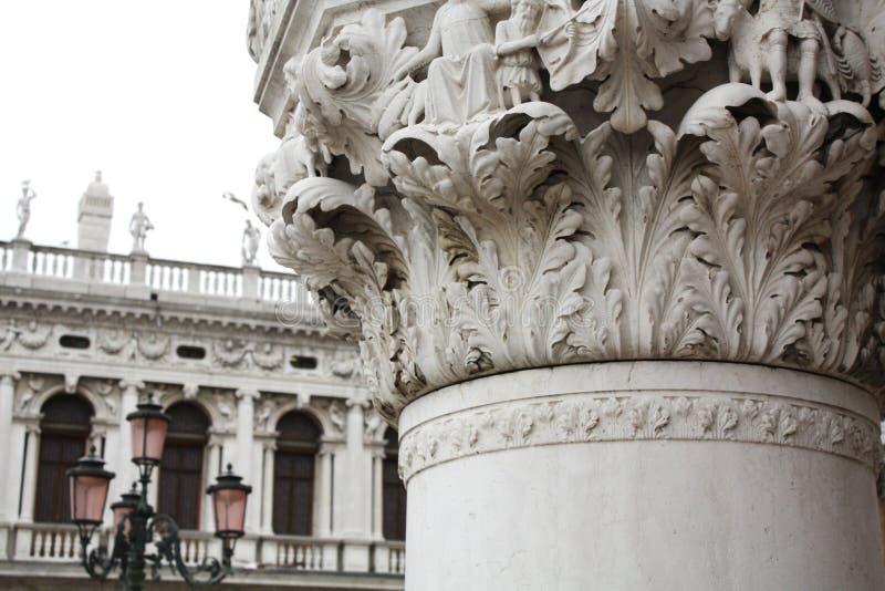 La colonna del palazzo ducale Quadrato di San Marco a Venezia Italy Dettagli della colonna fotografia stock libera da diritti