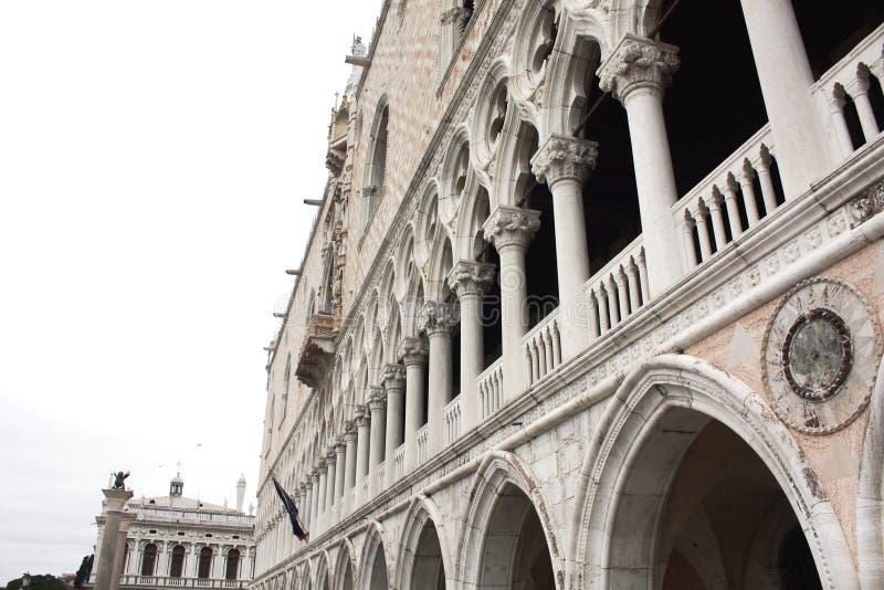 La colonna del palazzo ducale Quadrato di San Marco a Venezia Italy Dettagli della colonna immagine stock libera da diritti