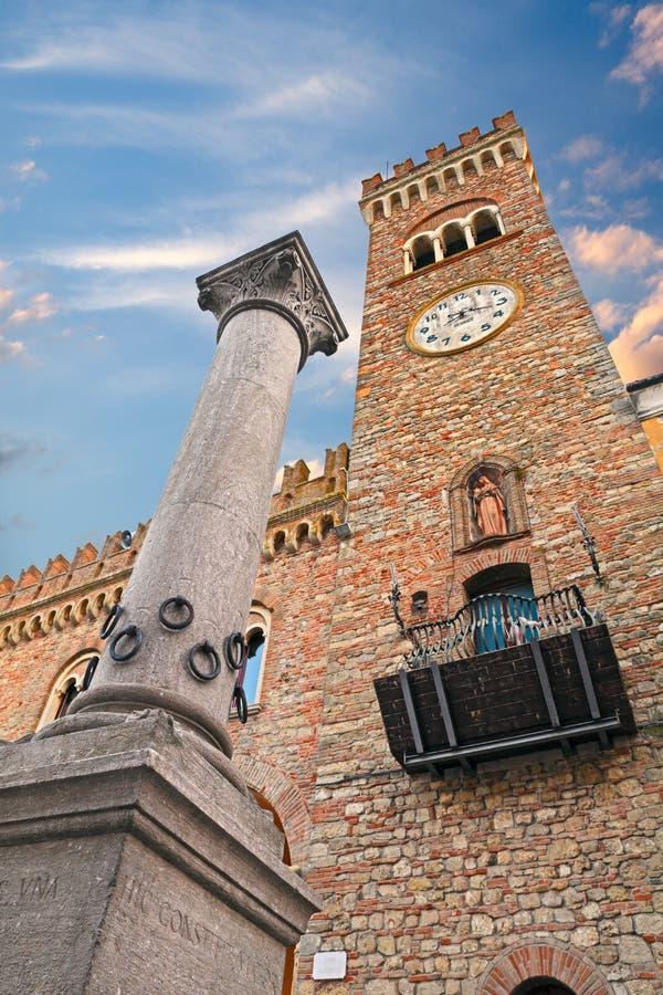 La columna de la hospitalidad en Bertinoro, Italia foto de archivo