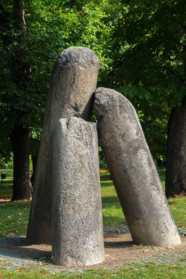 La columna del viejo diablo de piedra imagenes de archivo