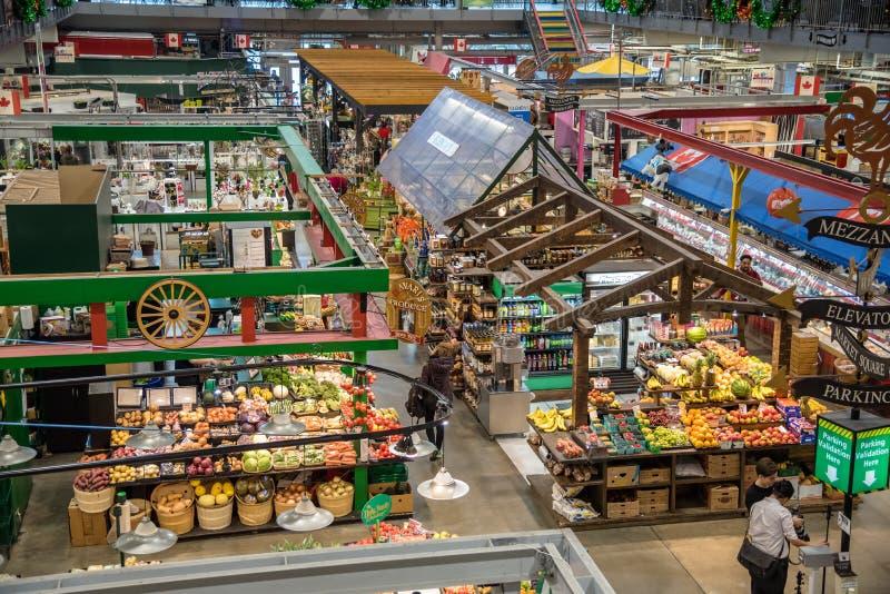 La comida atasca en un mercado Pasillo foto de archivo libre de regalías