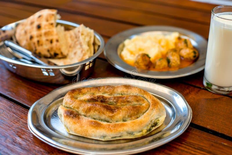 La comida de Balcan tradicional imagenes de archivo