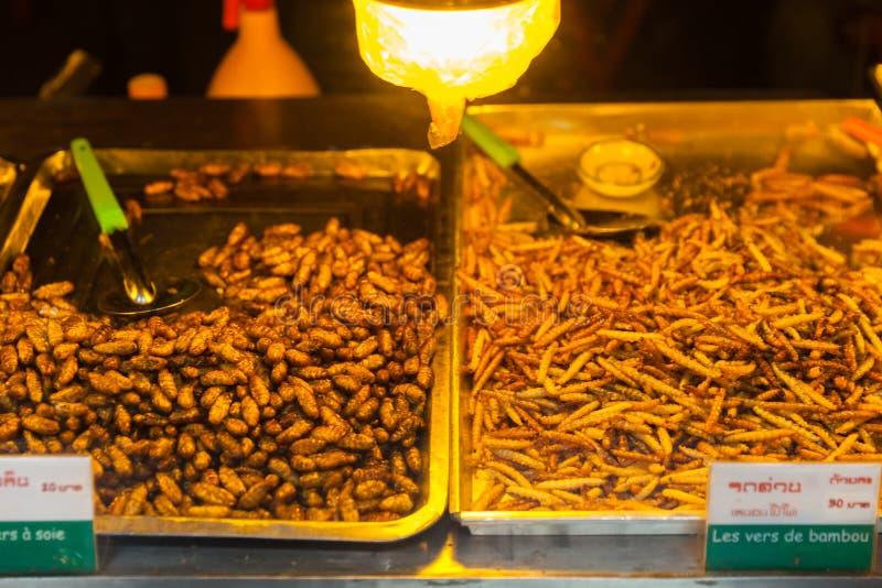 La comida de Camboya, insectos fritos, insectos frió en la comida de la calle fotos de archivo