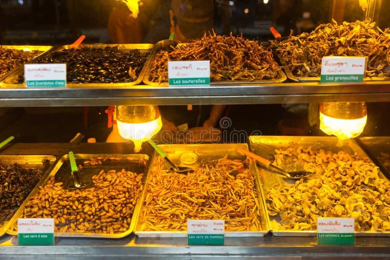 La comida de Camboya, insectos fritos, insectos frió en la comida de la calle imagen de archivo libre de regalías